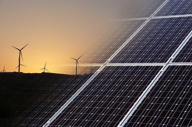 Duurzame zonnepanelen en windmolens in de toekomst voorzien van eSIM.